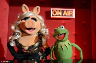 kERMIT THE FROG AND MS PIGGY.